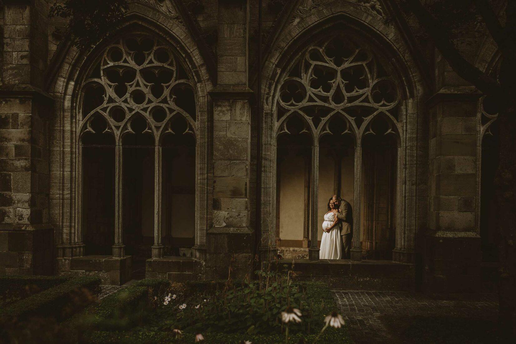 Zwangere bruid met bruidegom